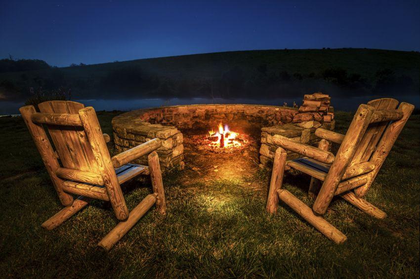 Sitzen am Feuer