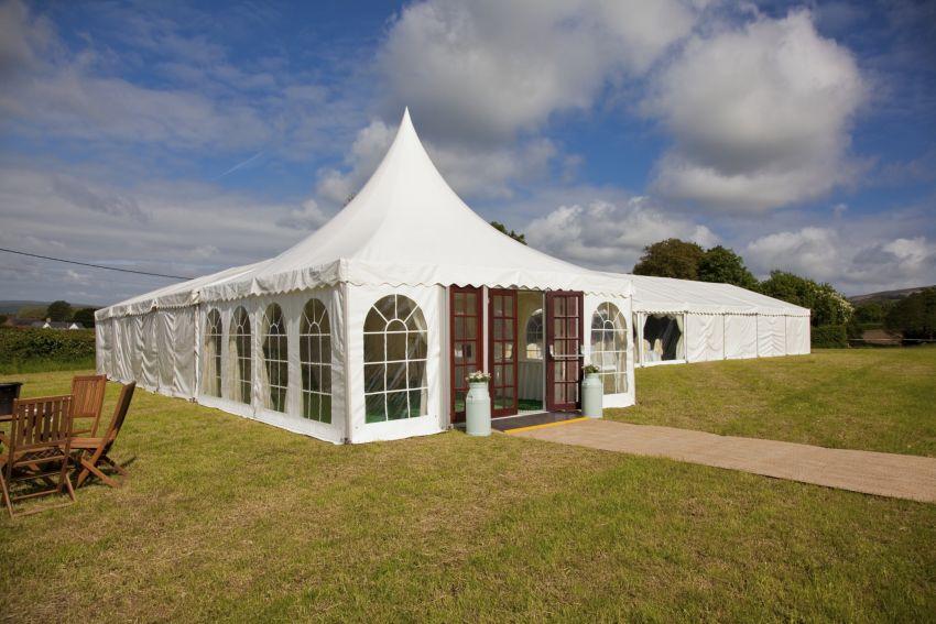 großes Zelt