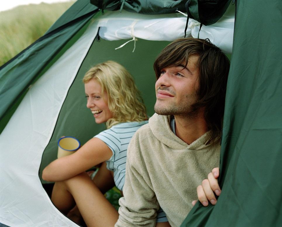 Zwischen Freiheit, Regen und Zelt: Das darf beim Campen nicht fehlen
