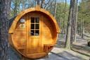 """Der Campingplatz """"Pommernland"""" auf der Insel Usedom bietet seinen Gästen die Möglichkeit, in sogenannten Campingfässern zu übernachten. Foto: djd/www.camping-caravan-mv.de"""
