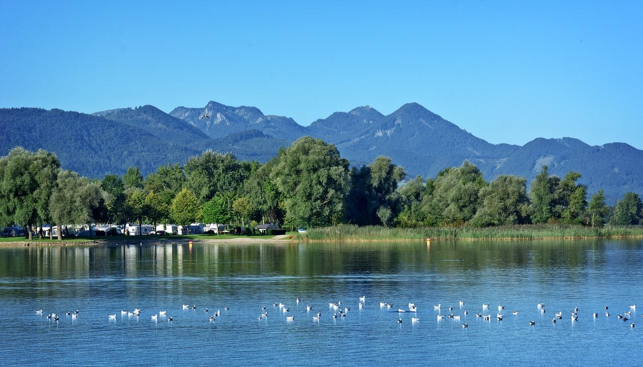 Campingplatz am Chiemsee in Bayern. Foto: Antranias, pixabay