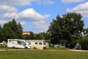 Rund um Ellwangen finden Urlauber viele Campingplätze, von denen aus sie direkt zu ihren Entdeckungstouren starten können. Foto: djd/Stadt Ellwangen