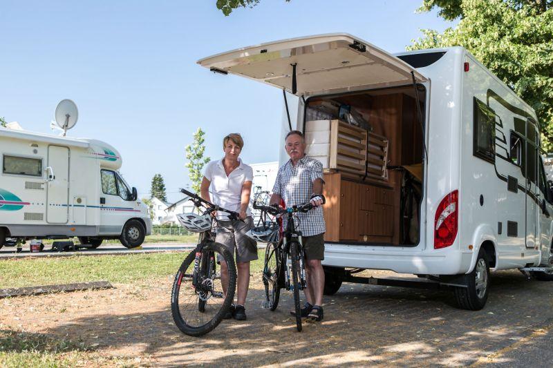 Von den Stellplätzen aus können Wohnmobilfahrer direkt zu Tagestouren mit dem Fahrrad aufbrechen. Foto: djd/Touristikgemeinschaft HeilbronnerLand e.V.